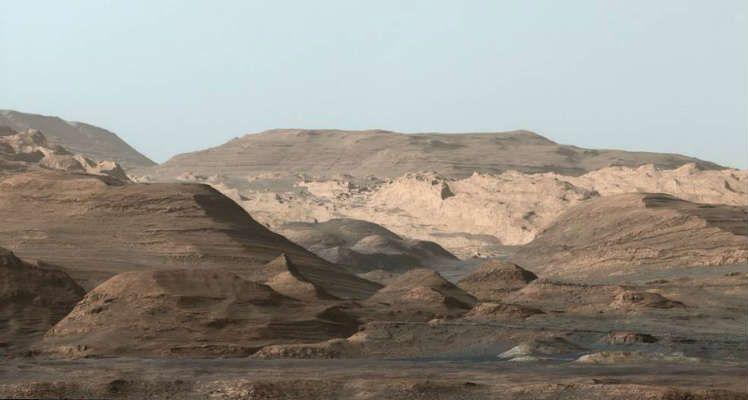 Imagen del planeta Marte hacía el Mounte Sharp